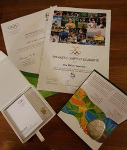 I veckan kom denna fina påminnelse på posten! OS-deltagardiplom, OS-pin och medalj.